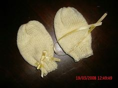 Baby Booties, Fingerless Gloves, Crochet Baby, Knitted Hats, Knitting Patterns, Booty, Lana, Babys, Classic