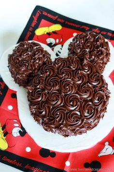 A classy finish to a great Mickey Mouse Cake!  It's so much easier than you think!