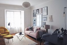 At Beatriz Pietro's, contemporary cool - Make space journal Luxury Marketing, Home Goods, Gallery Wall, Homes, Contemporary, Cool Stuff, Space, Home Decor, Floor Space