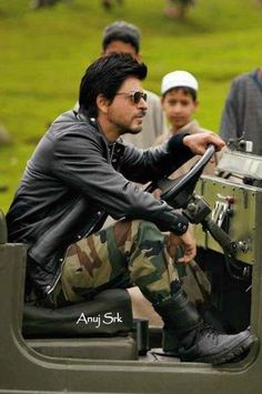 Major Samar Anand (Shahrukh Khan) in Jab Tak Hai Jaan (2012)
