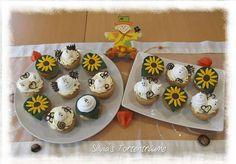 Silvia's Tortenträume: Mandel-Cupcakes mit  & Toffifeesahne-Topping Halloween Deko Sonnenblumen Baiser Geister