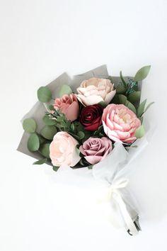 Paper bouquet - Handmade by Sara Kim Origami Love, Origami Design, Origami Art, Paper Flowers Diy, Felt Flowers, Handmade Flowers, Paper Flower Centerpieces, Paper Roses, Flower Bouquet Diy