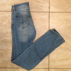 Bullhead size 0 skinniest jeans Up for grabs is a size 0 Bullhead jeans I got from Pac Sun. They have a sparkle to them! Only worn about 4 times before I got pregnant with my son and now they don't fit me anymore. It good condition! Bullhead Jeans Skinny