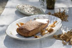 Salomón ahumado con salsa de setas. Sigue nuestras recetas de ahumados en http://www.liskomarket.com/es/17-ahumados