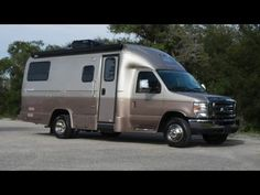 The Coach House Platinum motorhome features a patented one-piece fiberglass shell on a powerful Ford chassis. Small Rv Campers, Small Camper Vans, Diy Camper, Camping In England, Camping In Ohio, Camping Cabins, Rv Camping, Camping Ideas, Campsite