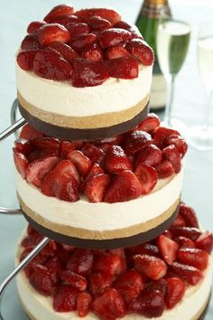 SCRUMMY!! Dont think I'd let any of my guests eat it though hehe.....