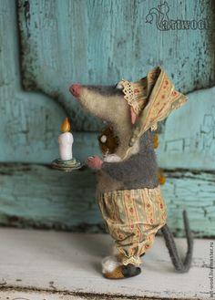 Купить или заказать 'Не бойся, я с тобой!' в интернет-магазине на Ярмарке Мастеров. Желаю всем иметь друга, который поддержит и в веселье, и в унынии! Порадуется вместе с вами, когда вам радостно и успокоит, когда страшно. Crochet Toys Patterns, Stuffed Toys Patterns, Doll Patterns, Needle Felted Animals, Felt Animals, Needle Felting, Handmade Toys, Handmade Art, Sock Toys