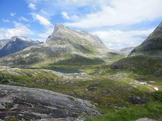 The mountains in Trollstigen hike : http://www.iletaitunefaim.com/voyage-australie-experience/ #Norway #outdoor