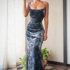 Прости меня, пожалуйста) Grad Dresses, Event Dresses, Ball Dresses, Ball Gowns, Formal Dresses, Pretty Dresses, Beautiful Dresses, Velvet Gown, Mode Vintage