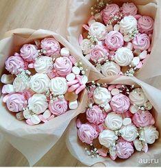 Sweet Bouquets Candy, Candy Flowers, Candy Bouquet, Edible Arrangements, Flower Arrangements, Bouquet Cadeau, Food Business Ideas, Food Bouquet, Wedding Cake Cookies