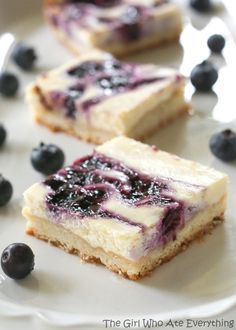 Cheesecake Bars Blueberry Lemon Cheesecake Bars ~ with a buttery shortbread crust are the perfect summer treat.Blueberry Lemon Cheesecake Bars ~ with a buttery shortbread crust are the perfect summer treat. 13 Desserts, Brownie Desserts, Delicious Desserts, Dessert Recipes, Breakfast Recipes, Dessert Oreo, Coconut Dessert, Dessert Bars, Blueberry Cheesecake Bars
