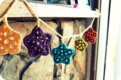 hojas, estrellas, copitos de nieve.. guirnaldas!! :)