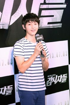 Song Joong Ki - 'Cold Eyes' VIP Premiere Event He looks so young here <3
