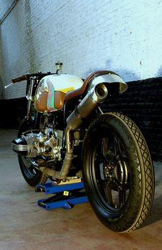 C'est ici qu'on met les bien molles....BMW Café Racer - Page 24