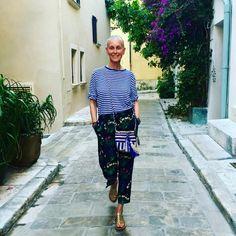 684 отметок «Нравится», 26 комментариев — Linda Wright (@lindavwright) в Instagram: «St. Tropez Je t'aime!!!! #CrimsonCashmere exclusive striped TEE #Valentino Silk pj's #Rondini…»