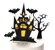 Op zoek naar leuke Halloween taartversiering of taartdecoratie voor een 'horror' taart? Deze leuke taarttopper set bestaat uit vijf verschillende toppers waaronder een spookhuis, drie vleermuizen en een boom. De toppers hebben verschillende afmetingen en zijn gemaakt van dun karton met een subtiele glitter. Superhero Logos, Cupcake, Horror, Glitter, Card Stock, Cup Cakes, Rocky Horror, Muffin, Cupcake Cakes