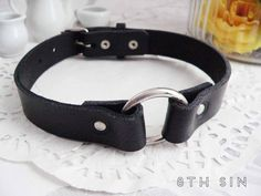 Black Leather O Ring Choker by Sin Black Leather Choker, Black Choker, Leather Collar, Leather Necklace, Fantasy Jewelry, Gothic Jewelry, Engraved Pet Tags, O Ring Choker, Piercing