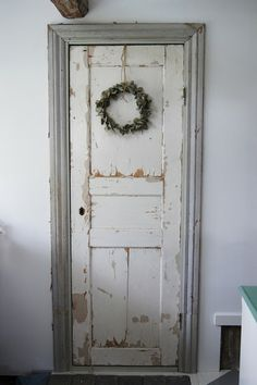 Simple white country door and Christmas wreath & English Country Style House | Oxfordshire English country style ... Pezcame.Com