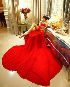 #Red #Dress : une pose Lascive dans un joli boudoir / #Rouge