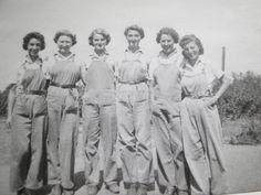 Market gardening Land Girls.