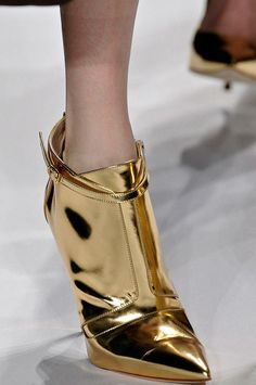 Mendel gold booties - Fashion Jot- Latest Trends of Fashion.very space-age! Women's Shoes, Me Too Shoes, Fall Shoes, Gold Fashion, Fashion Shoes, Bootie Boots, Shoe Boots, Ankle Boots, Golden Shoes