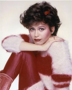 Here's sweet Marie in a soft fuzzy sweater, shiny red pants and cherry red lipstick from her country music phase back in the go-go Donny Osmond, Marie Osmond, Osmond Family, The Osmonds, People Of Interest, Country Music Artists, Black Sharpie, Young And Beautiful, Beautiful People