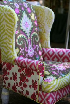 I love the mismatched fabrics used in this chair. Great way to use big scraps left of fabric I love. I so want to learn how to reupholster. I want this chair! Funky Furniture, Dining Furniture, Painted Furniture, Painted Chairs, Painted Tables, Furniture Design, Do It Yourself Decoration, Country Living Fair, Country Chic