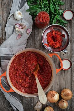 My favorite homemade tomato sauce. My Recipes, Cooking Recipes, Healthy Recipes, Homemade Tomato Sauce, Pan Bread, Salsa Verde, Saveur, Grande, Food And Drink