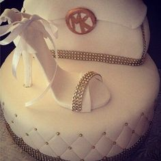 ✌ So Pretty ✌▄▄▄▄▄▄▄▄▄▄▄▄▄▄▄▄▄▄▄▄▄▄ Michael Kors Handbags Spree: Deluxe Women 3 Piece Bags Set only 99 Michael Kors Cake, Cheap Michael Kors, Michael Kors Jackets, Michael Kors Outlet, Michael Kors Hamilton, Mk Handbags, Handbags Michael Kors, Fashion Handbags, Fashion Bags
