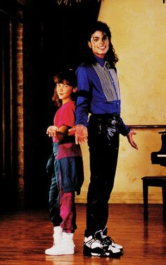 kingmjjpop: Photoshoot - I'm Just simply Michael Jackson Michael with actress Jennifer Love Hewitt when she was a child 💜 Michael Jackson Bad Album, Michael Jackson Photoshoot, Michael Jackson Quotes, Michael Jackson Wallpaper, Paris Jackson, Disney Channel, Music Genius, Jackson Family, Mike Jackson