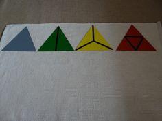 La segunda caja delos triángulos constructivosconsta de 4 triángulos equiláteros, de los cuales tres se pueden descomponer. // The second constructive triangle boxhave 4 equilateral triangles which three of them can be decomposed.  Los colocamos y analizamos sus partes y cómo todos ellos tienen todos sus lados iguales. // We set the triangles and study how they all have equal sides.Vemos como todos ellos pueden formar otro triángulo equilátero... // And all of them can make another…