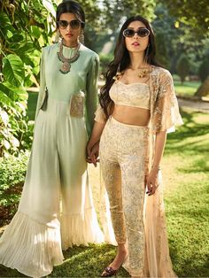 Super glasses for your face shape men pictures Ideas Pakistani Dresses, Indian Dresses, Indian Outfits, Indian Attire, Indian Ethnic Wear, Anarkali, Lehenga, Sharara, Dress Indian Style