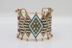 Bracelet manchette inspiration pharaonique époque égyptienne complétement tissée en perles Miyuki delicas 11/0
