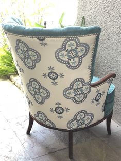 This chair has been reupholstered in an qua blue color, the back has been covered in a white embroidered material. Each detail of this chair has been redone with care and quality craftsmanship. Old Chairs, Antique Chairs, Eames Chairs, Upholstered Chairs, Ikea Chair, Diy Chair, Swivel Rocker Recliner Chair, Shabby, Bergere Chair