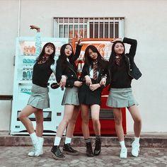 Cute Korean schoolgirls Photo with vending machine drinks School Uniform Fashion, School Uniform Girls, Girls Uniforms, Ulzzang Korea, Korean Ulzzang, Style Ulzzang, Ulzzang Girl, Cute Korean Girl, Asian Girl