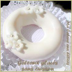 Recette facile de gâteaux algériens sans cuisson, en forme d'anneaux glacés.Une farce à base d'amandes moulues et parfumés à l'ananas.