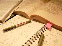 Material de estudos: passar noites em claro para estudar mais n