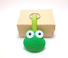 Felt keyring. Felt key chain. Frog keyring. Frog por joojoocraft, £4.99