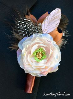 Blush spray rose and rose gold feather boutonniere with brown, copper, black, and white feather accents. Blush Wedding Flowers, Blush Roses, Rose Wedding, Chic Wedding, Fall Wedding, Autumn Weddings, Rustic Weddings, Feather Boutonniere, Wedding Boutonniere