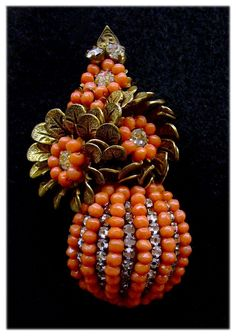 Haskell Hess Coral & Roses Monteés 'Ball' Brooch: Horseshoe Logo