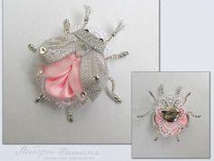 Pink and silver kanzashi beetle Ribbon Art, Diy Ribbon, Fabric Ribbon, Ribbon Crafts, Flower Crafts, Ribbon Bows, Ribbons, Kanzashi Flowers, Silk Flowers
