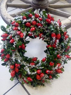 Statice a šípek / Zboží prodejce pajjija Christmas Door Wreaths, Holiday Wreaths, Christmas Themes, Christmas Crafts, Holiday Decor, Balloon Decorations, Xmas Decorations, Fall Crafts For Adults, Christmas Tree Inspiration