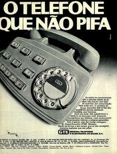 Telefones GTE #Brasil #anos70 #retro #anunciosAntigos #vintageAds Vintage Posters, Vintage Photos, Old Computers, Old Ads, Best Memories, Vintage Advertisements, Cool Designs, Nostalgia, Advertising