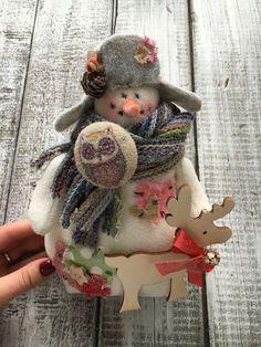 Купить Снеговик ручной работы в интернет магазине на Ярмарке Мастеров Diy Snowman, Christmas Crafts, Christmas Ornaments, Gnomes, Snowflakes, Textiles, Toys, Holiday Decor, Winter