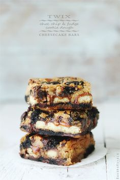 Twix Cookie Dough Cheesecake Bars - Food Recipes & Reviews