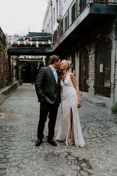 Downtown Savannah, Savannah Chat, Elopements, Destination Wedding, Adventure, Couple Photos, Wedding Dresses, Summer, Photography