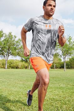 Under Armour® Men's Run Novelty Short Sleeve Tee