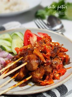 Sate Petir ala Monic (Sate Petir Pak Nano Wanna Be) Food To Go, Food And Drink, Indonesian Cuisine, Indonesian Recipes, Sate Ayam, How To Grill Steak, Street Food, Chicken Recipes, Food Photography