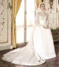 Grace Kelly in Helen Rose designed wedding dress Famous Wedding Dresses, Celebrity Wedding Dresses, Wedding Dresses Photos, Colored Wedding Dresses, Celebrity Weddings, Lace Wedding Dress With Sleeves, Elegant Wedding Dress, Royal Brides, Royal Weddings