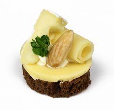 Kanapky paletka s výběrem sýrů